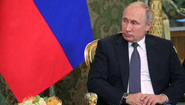 Владимир Путин во время встречи с премьер-министром Италии Джузеппе Конте. 24 октября 2018