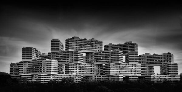 Interlace condominium