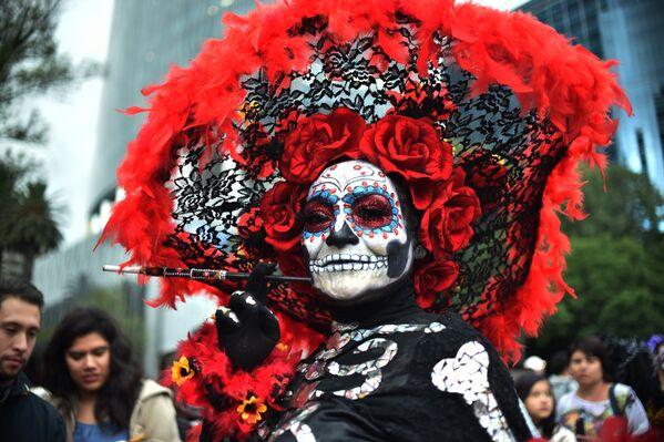 Участница карнавала Катрин в Мехико