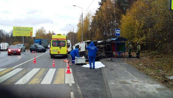 Легковой автомобиль врезался в машину скорой помощи в городском округе Лосино-Петровский, Московской области. 25 октября 2018