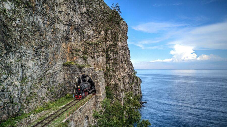 КБЖД. Паровоз, выезжающий из тоннеля Столбы - 1