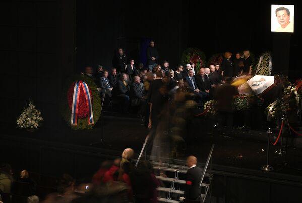 На церемонии прощания с актером театра и кино Николаем Караченцовым в театре Ленком в Москве