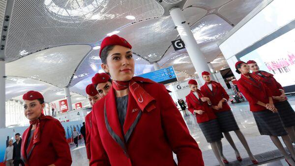 Стюардессы Турецких авиалиний в терминале нового аэропорта Стамбул. Архивное фото