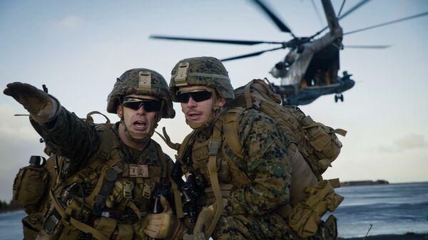 Морские пехотинцы США во время учений НАТО Trident Juncture 18 в Исландии