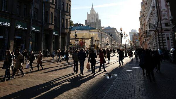 Прохожие в Москве. Архивное фото