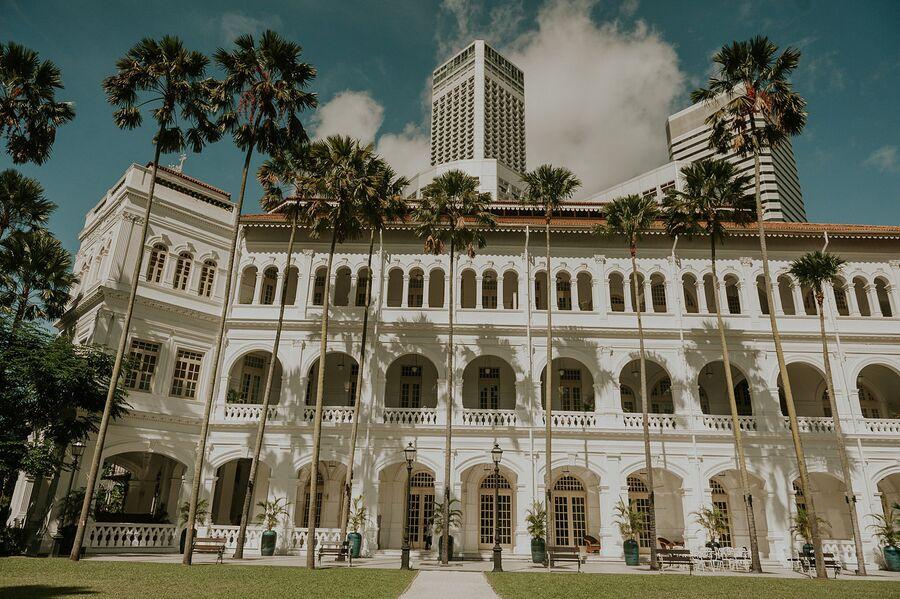 Фасад  отеля Raffles Singapore