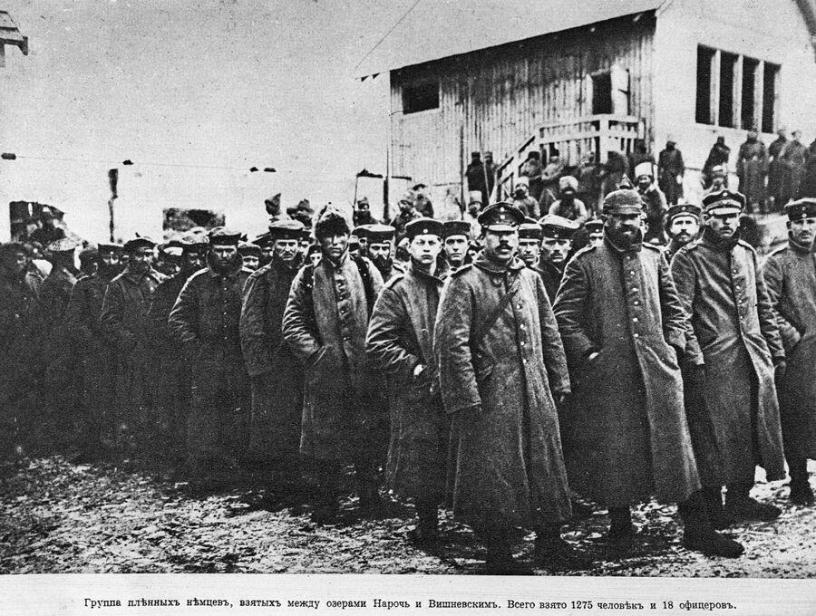 Группа пленных немцев, всего взято в плен 1275 человек. Операция в районе озер Нарочь - Вишневское, март 1916 года