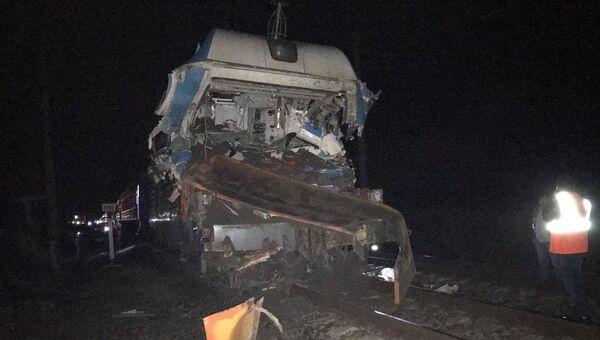 На месте ДТП с участием поезда и грузовика в Краснодарском крае