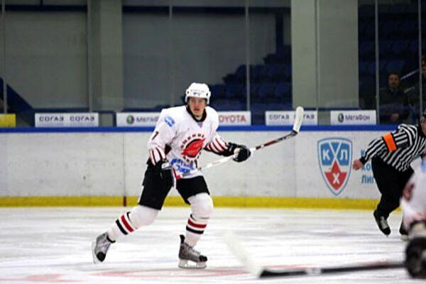 Хоккеист Авангарда Алексей Черепанов в матче против команды Витязь