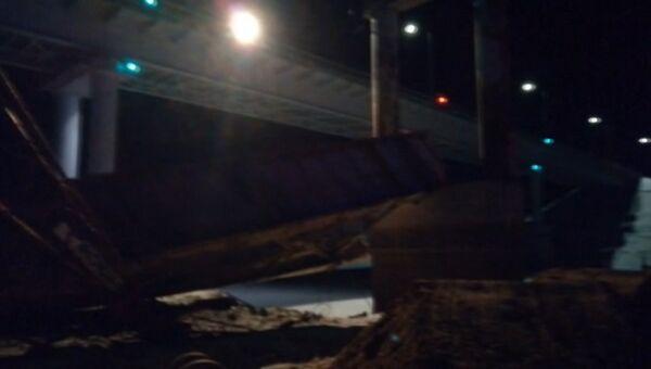 Кадры с места обрушения моста в Югре