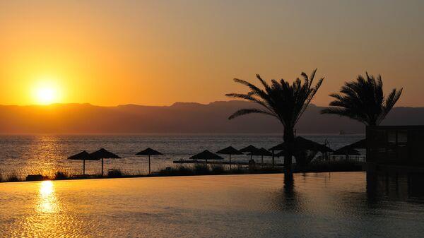 Закат на пляже в Акабе, Иордания