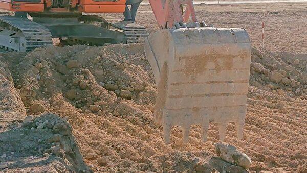 При строительстве взлетно-посадочной полосы на территории аэропорта Бельбек рабочие обнаружили немецкую авиабомбу времен Великой Отечественной войны. 6 ноября 2018