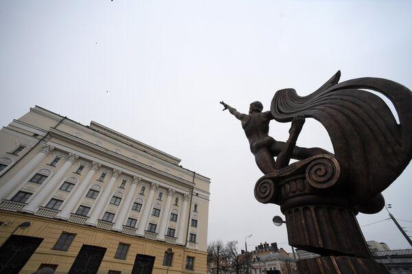 Памятник танцору Рудольфу Нуриеву скульптора Зураба Церетели в Казани