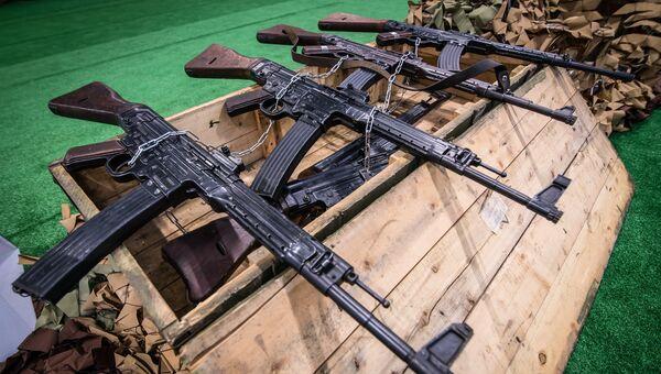 Германские автоматы Sturmgewehr 44 времен Второй Мировой войны, представленные на выставке оружия, захваченного у боевиков в Сирии, в рамках форума Армия-2018