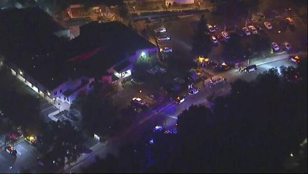 Полицейские на месте стрельбы в городе Таузенд-Окс в Калифорнии. 8 ноября 2018