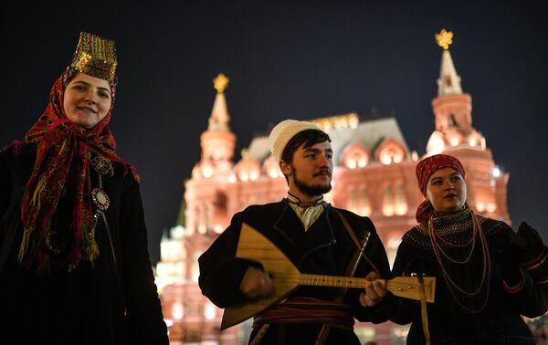 Артисты на Манежной площади в Москве
