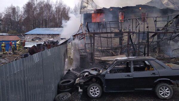 Пожар в шиномонтаже в поселке Мурино Всеволожского района Ленинградской области. 9 ноября 2018