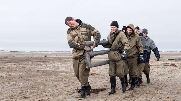 Встал, умылся, убери Арктику: зачем волонтеры очищают необитаемые острова
