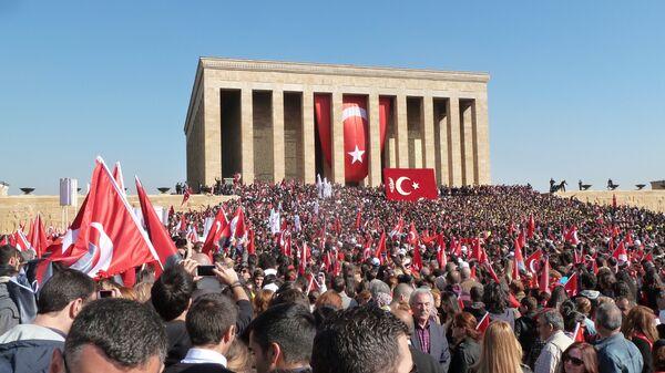 В мавзолее Ататюрка в Анкаре 10 ноября всегда многолюдно