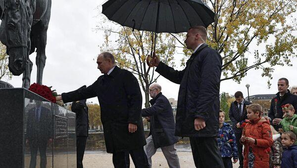 Президент РФ Владимир Путин на церемонии возложения цветов к памятнику воинам Русского экспедиционного корпуса в Париже