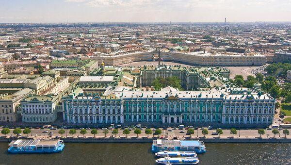 Вид на Зимний дворец и Дворцовую площадь. Архивное фото