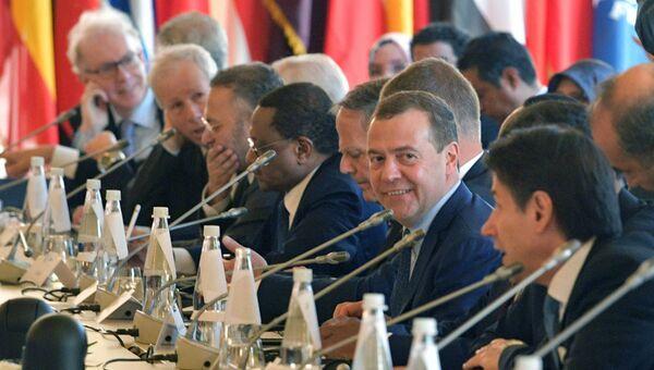 Председатель правительства РФ Дмитрий Медведев на пленарном заседании международной конференции по Ливии в Палермо