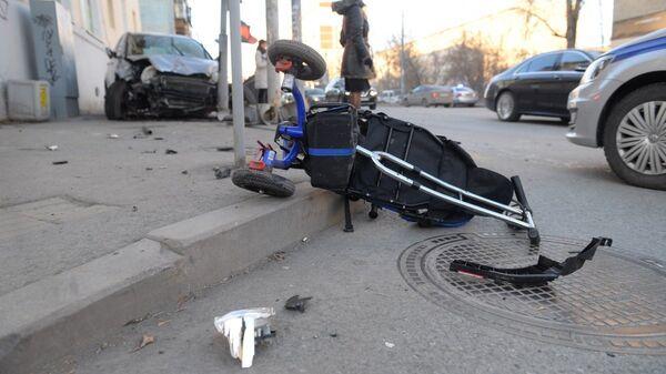 ДТП с участием  Honda CR-V на улице Фурманова в Екатеринбурге. 14 ноября 2018