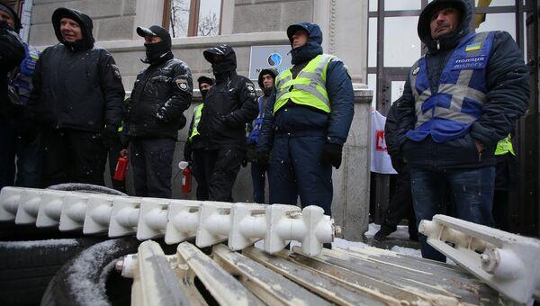 Акция с требованием включить отопление в городах Украины в Киеве. Архивное фото