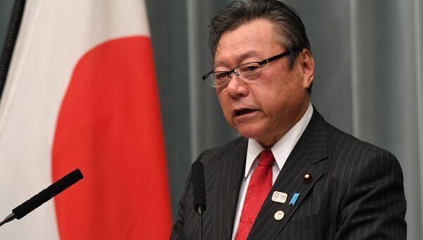 Министр кибербезопасности Японии Ёситака Сакурада. Архивное фото