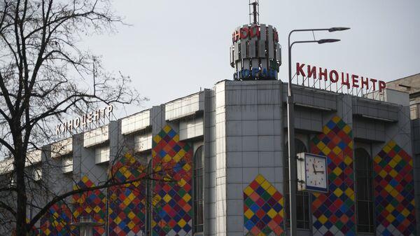 Здание киноцентра Соловей на Красной Пресне в Москве