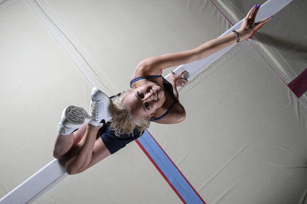Российская гимнастка Дарья Спиридонова в тренировочном центре сборных команд РФ Озеро Круглое в Московской области