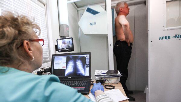 Пациент проходит флюорографию