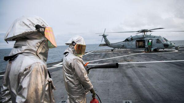 Американский военный корабль Маунт Уитни во время учений Trident Juncture-2018 в Норвегии
