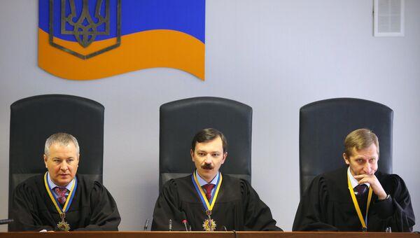 Судьи на заседании Оболонского районного суда Киева. Архивное фото