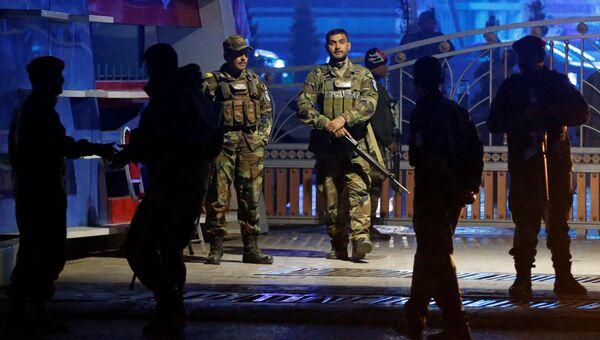 Афганские силы безопасности прибывают на месте теракта в Кабуле, Афганистан. 20 ноября 2018