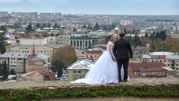 Молодожены на холме Укимериони в Кутаиси