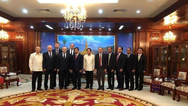 Крымская делегация во время визита в Лаосскую Народно-Демократическую Республику