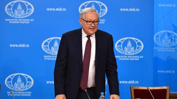 Заместитель министра иностранных дел РФ Сергей Рябков проводит брифинг по тематике Договора о ликвидации ракет средней и меньшей дальности