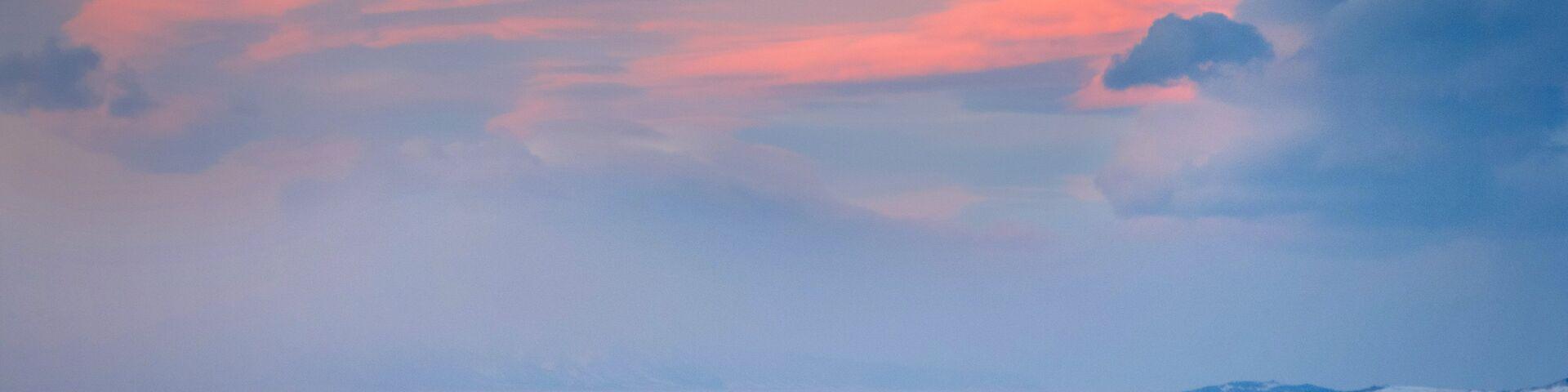 Вид на пролив Малое море озера Байкал на закате со смотровой площадки у памятника бродяге по трассе Иркутск - МРС (Маломорская рыбная станция) - РИА Новости, 1920, 06.12.2018