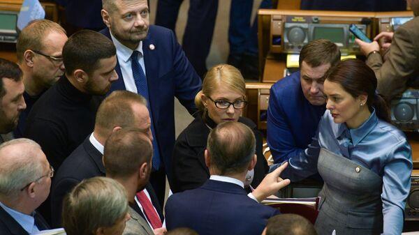 Лидер всеукраинского объединения Батькивщина Юлия Тимошенко и депутаты на заседании Верховной рады Украины. 26 ноября 2018