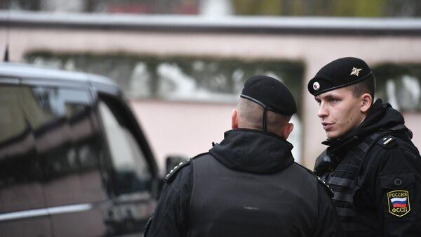 Один из задержанных моряков с корабля ВМС Украины доставлен в Киевский районный суд Симферополя
