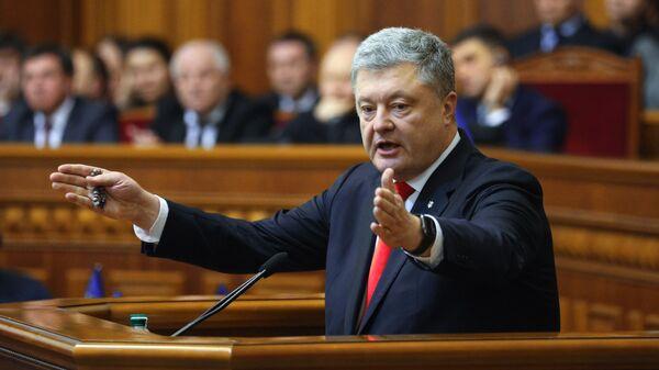 Президент Украины Петр Порошенко выступает на заседании Верховной рады Украины, где рассматривается решение о введении военного положения в стране. 26 ноября 2018