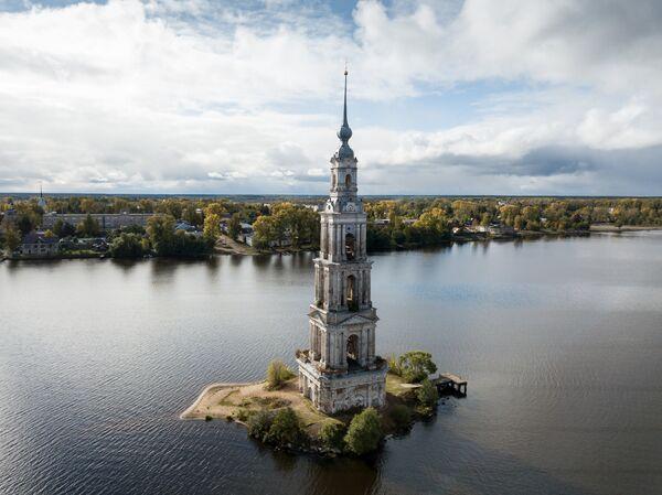 Колокольня Николаевского собора в городе Калязин Тверской области