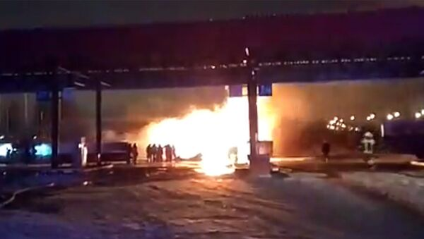 Бензовоз загорелся на территории автозаправочной станции в поселке Дружный Нижегородской области. 29 ноября 2018