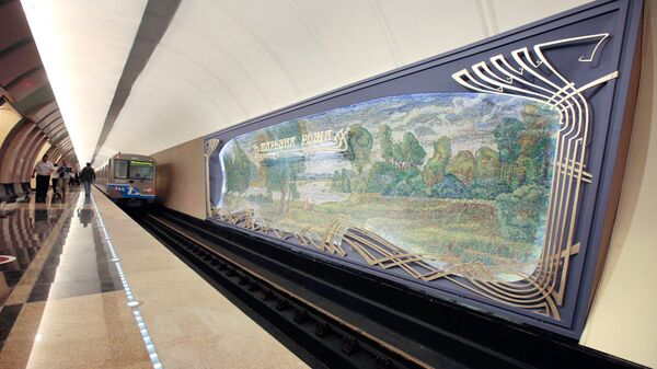 Платформа станции метро Марьина Роща в Москве