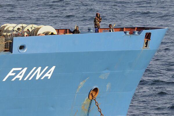 Сомалийские пираты на захваченном ими украинском судне Фаина