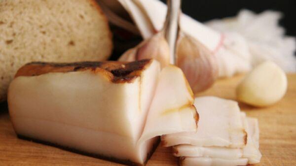 Ингредиенты для бутерброда с салом