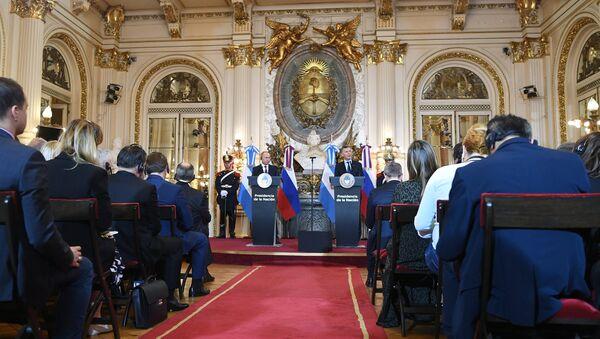 Президент РФ Владимир Путин и президент Аргентины Маурисио Макри на пресс-конференции по итогам российско-аргентинских переговоров. 1 декабря 2018