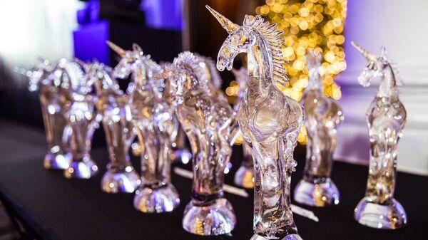 Статуэтки премии Golden Unicorn Awards
