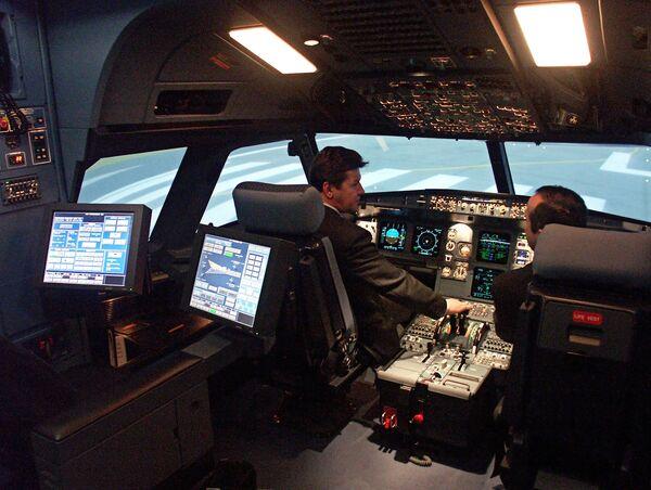 В кабине полнопилотажного тренажера самолета А320